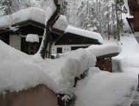 Hundehütte_im_Schnee.JPG